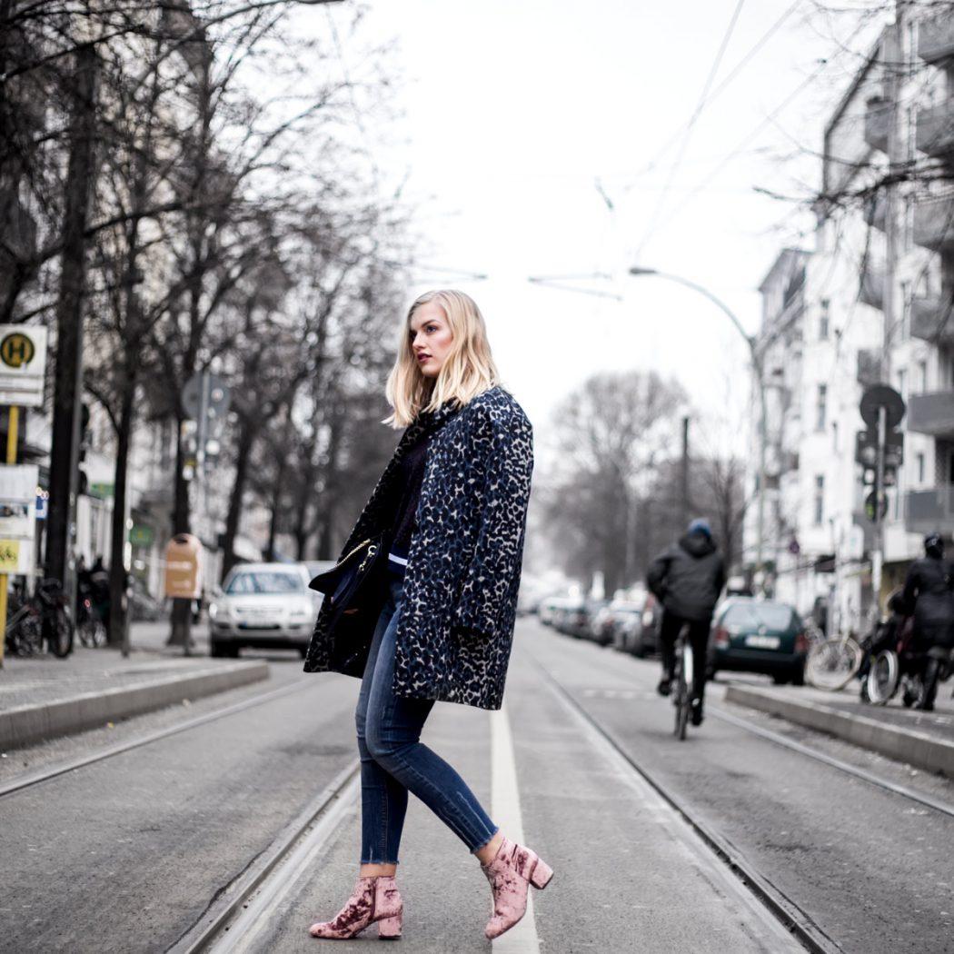 Eva-Jasmin-Blogger-Berlin-Fashion-Week-outfit-leo-lace-velvet-samt-3