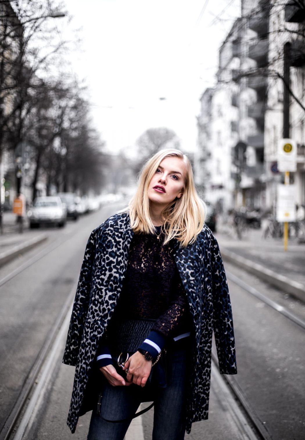 Eva-Jasmin-Blogger-Berlin-Fashion-Week-outfit-leo-lace-velvet-samt-4