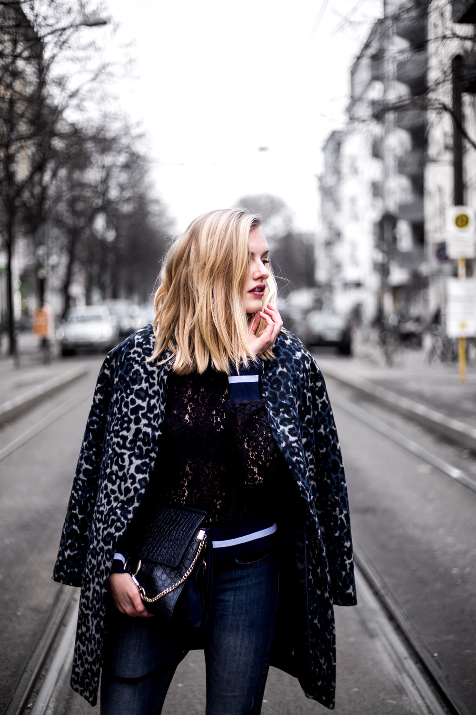 Eva-Jasmin-Blogger-Berlin-Fashion-Week-outfit-leo-lace-velvet-samt-5