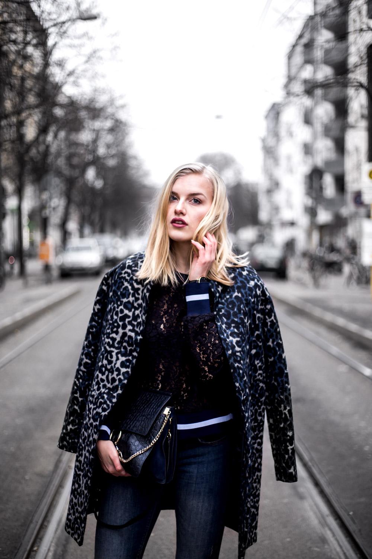 Eva-Jasmin-Blogger-Berlin-Fashion-Week-outfit-leo-lace-velvet-samt-6