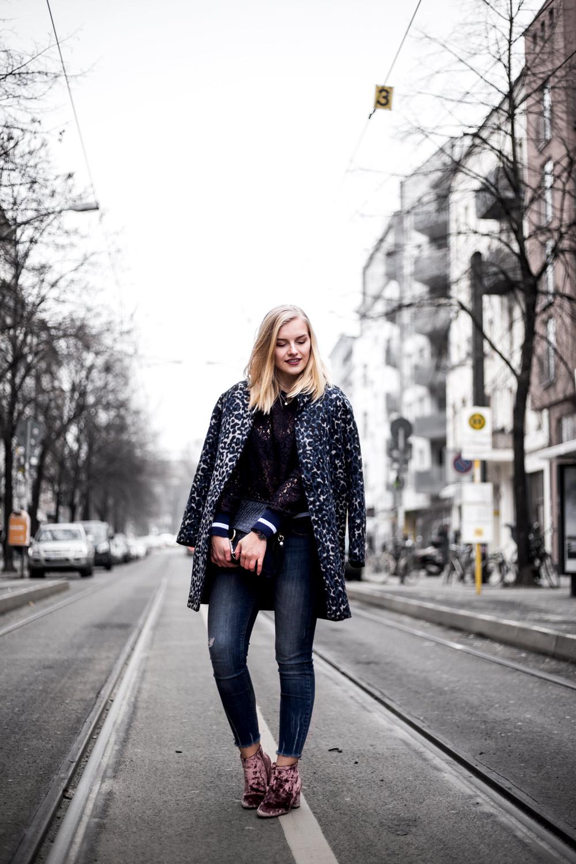 Eva-Jasmin-Blogger-Berlin-Fashion-Week-outfit-leo-lace-velvet-samt-8
