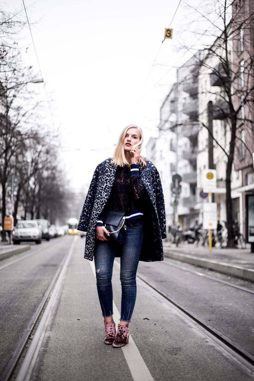Eva-Jasmin-Blogger-Berlin-Fashion-Week-outfit-leo-lace-velvet-samt-9