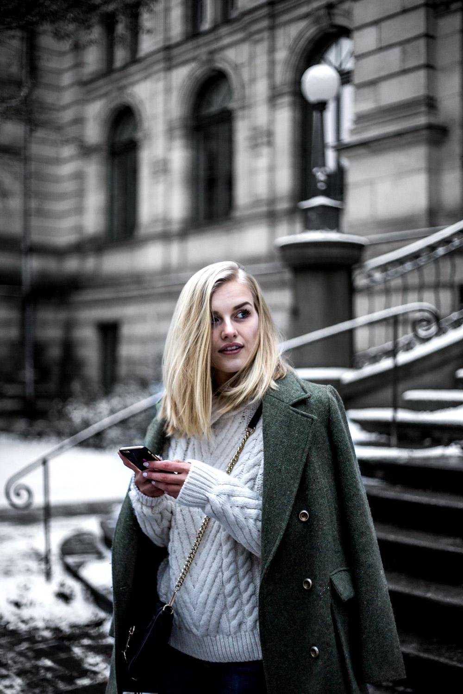 Eva-Jasmin-khaki-outfit-10