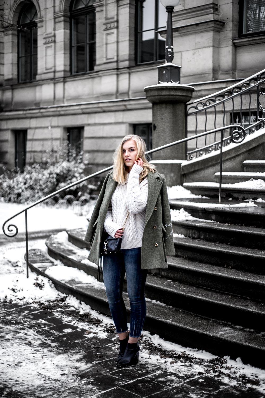 Eva-Jasmin-khaki-outfit-3