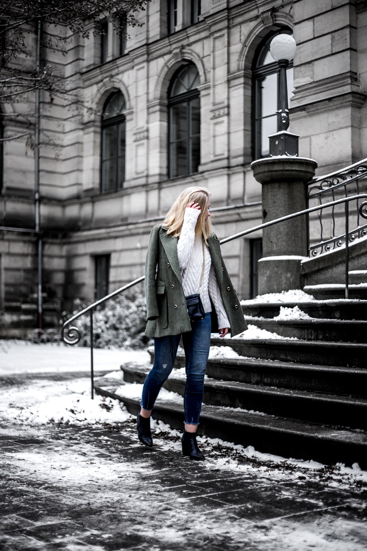 Eva-Jasmin-khaki-outfit-5