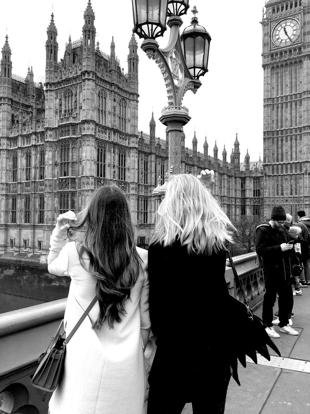 Eva-Jasmin-Caroline-Julius-Blogger-London-Fashion-Week-Big-Ben-Westminster-Bridge