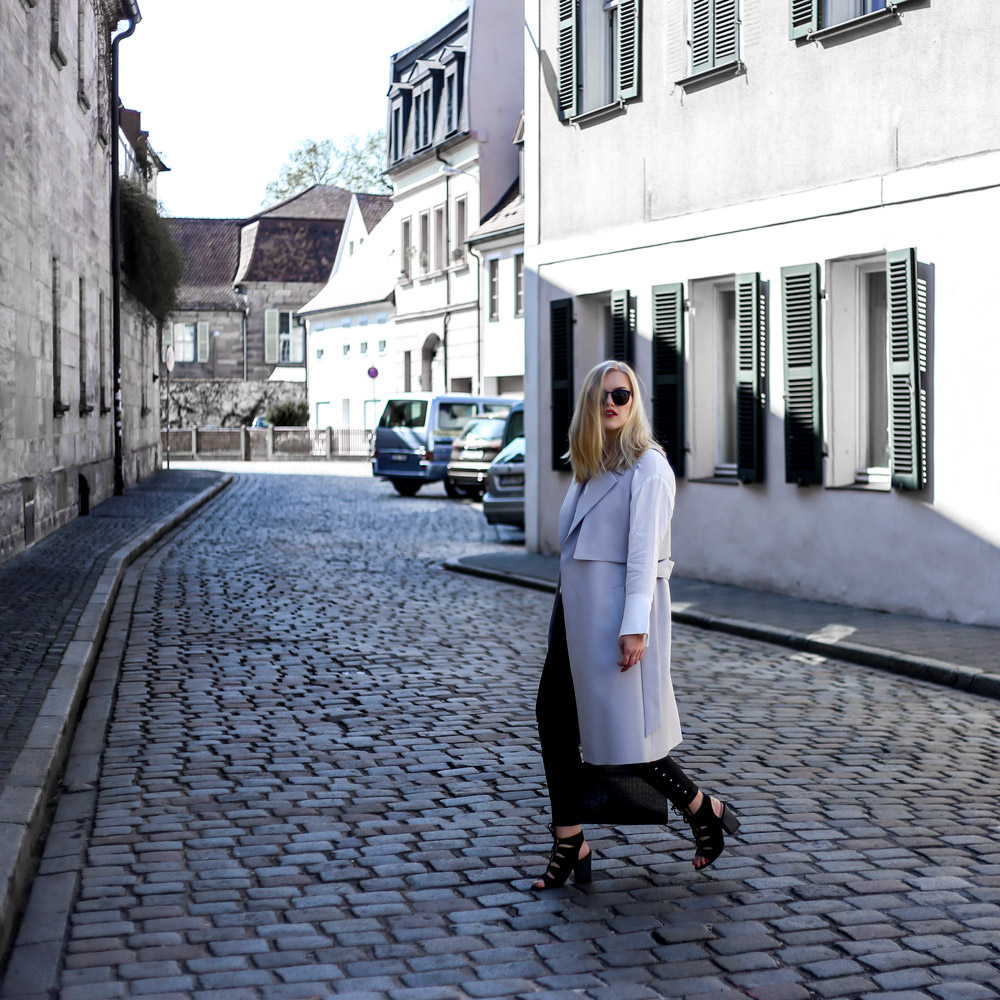 trench coat vest outfit street style blogger erlangen