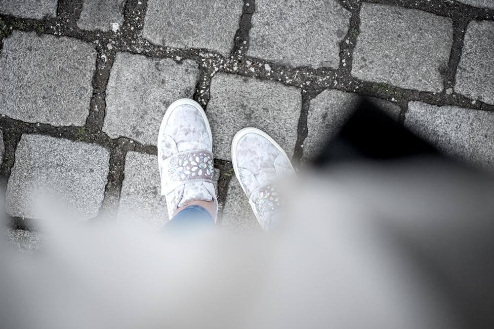 velvet sneaker ysl ootd outfit blogger street style