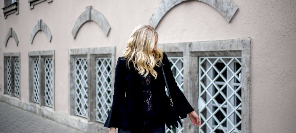 Blogger fashion street style ootd bell sleeve lace