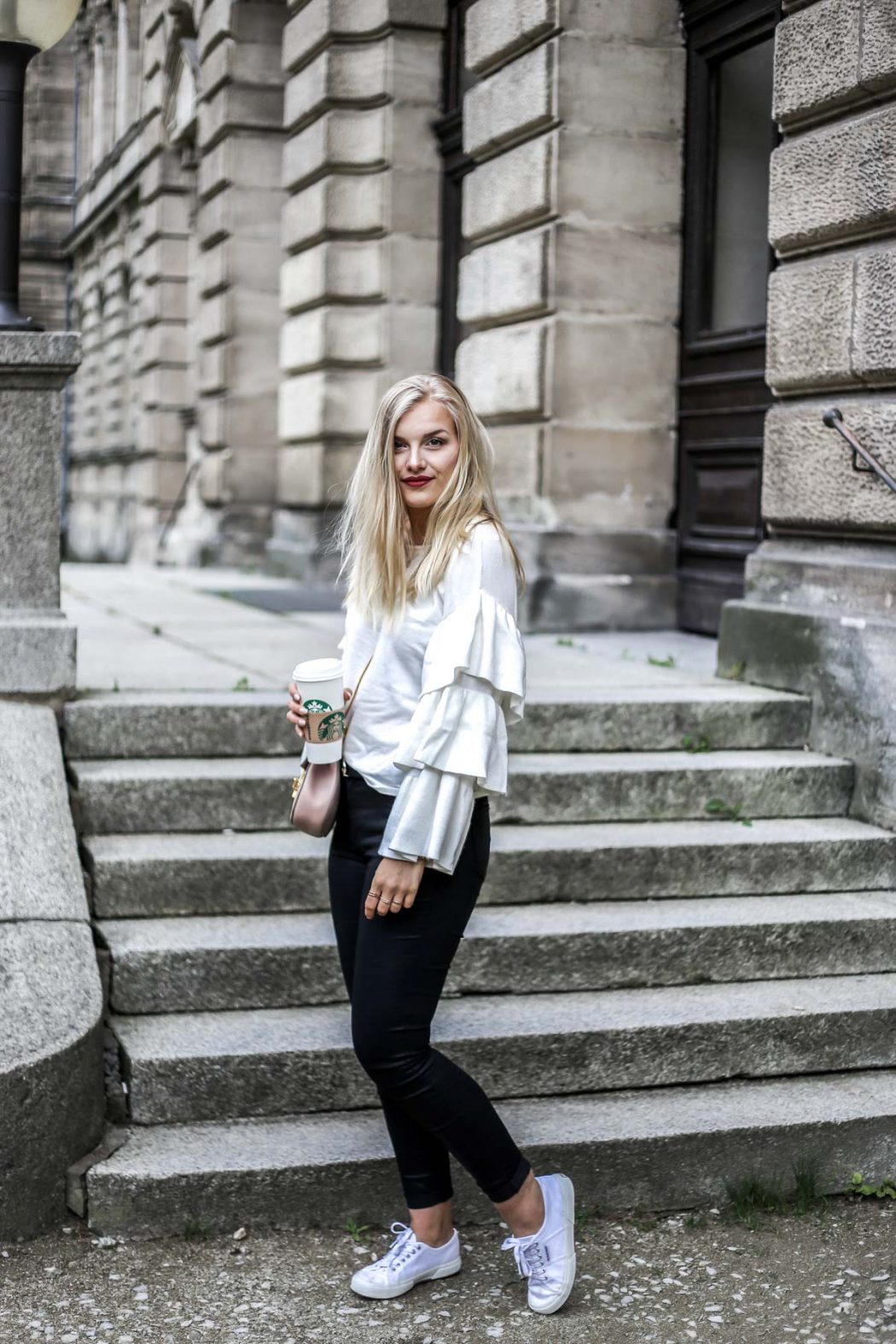 Blogger ootd streetstyle blonde fashion mode Erlangen volant