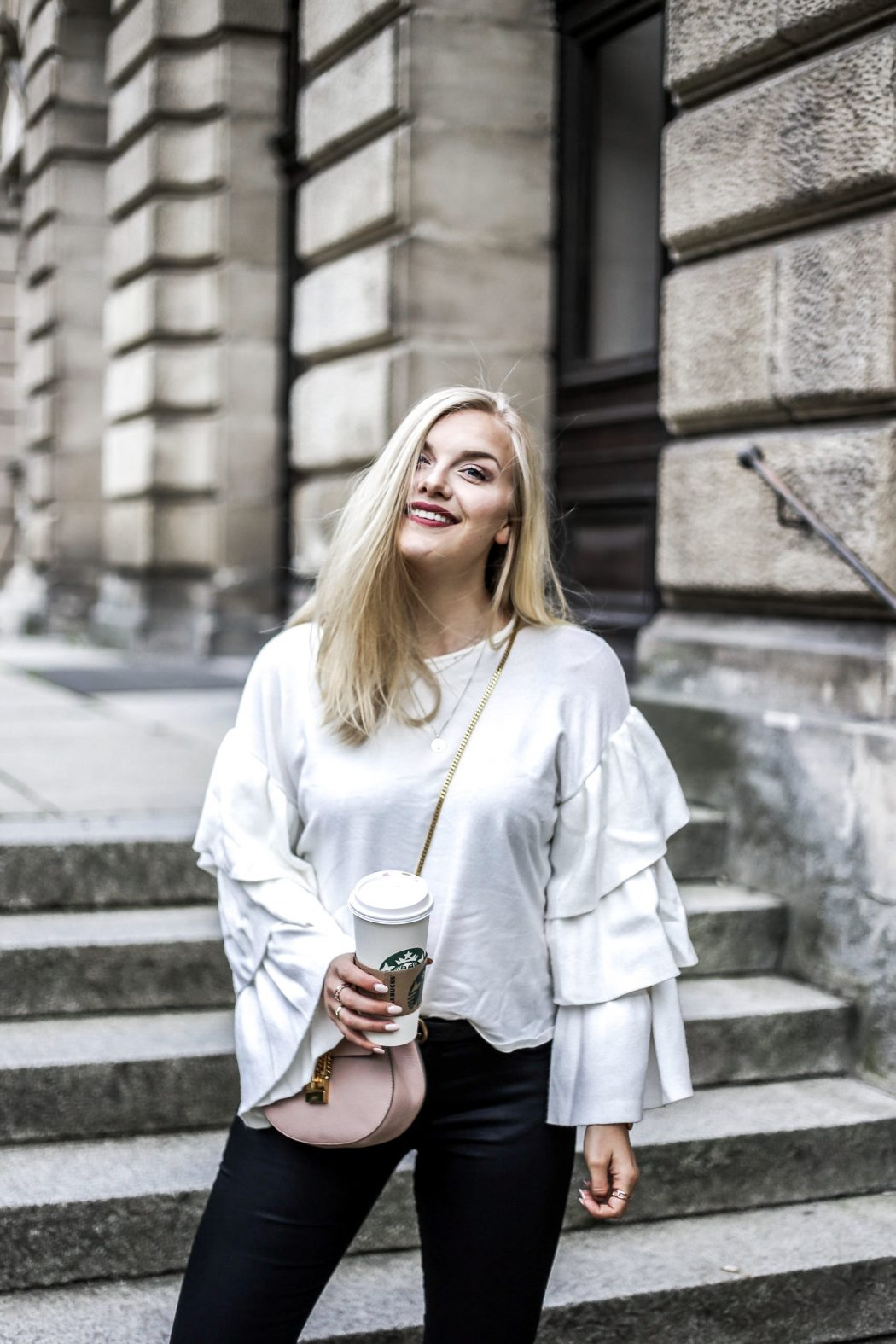 Blogger ootd streetstyle blonde fashion mode volant Erlangen