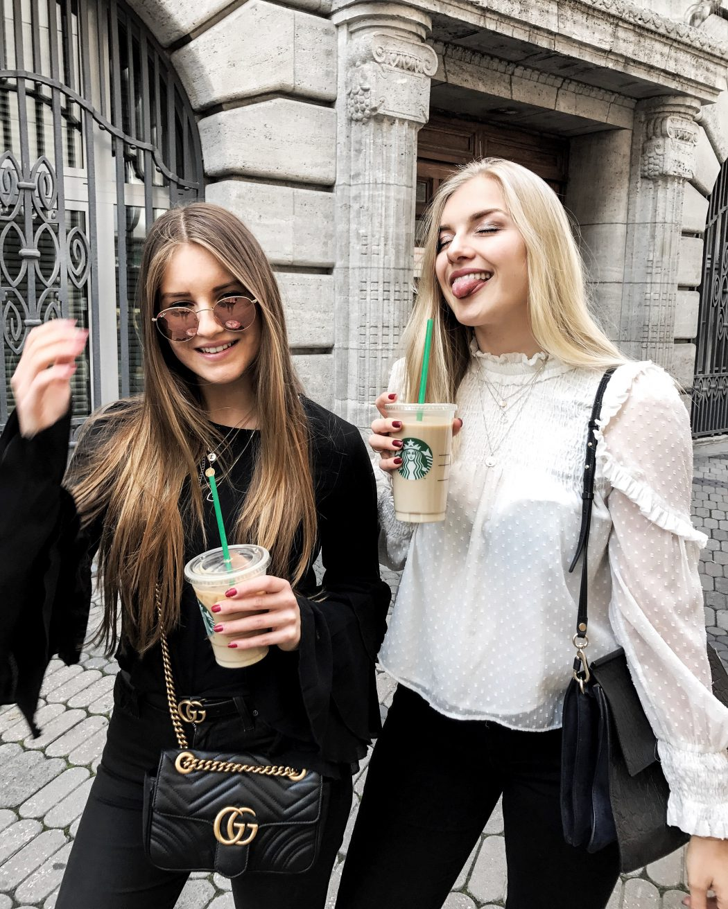 best friends coffee ootd street style blonde brunette goals