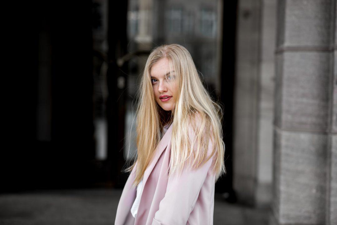 Eva-Jasmin-Streetstyle-Chloe-Faye-Sttement-Shirt-Blazer