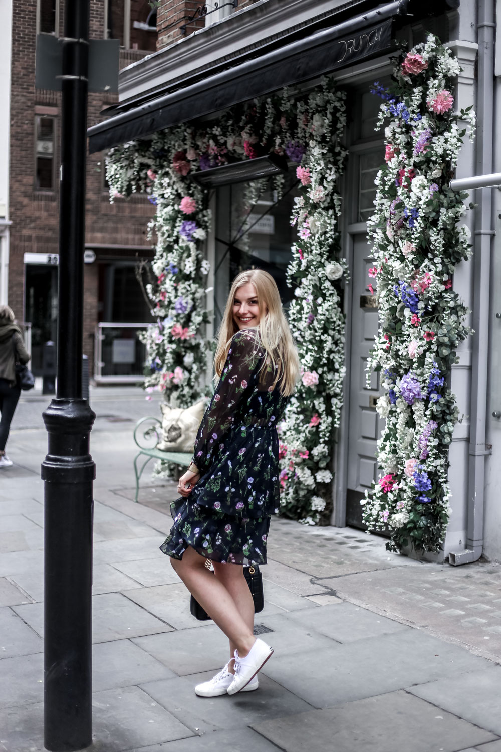 Eva Jasmin Flower Dress Streetstyle London Fashion Blogger Erlangen Nuremberg Gucci Marmont Klischee Job